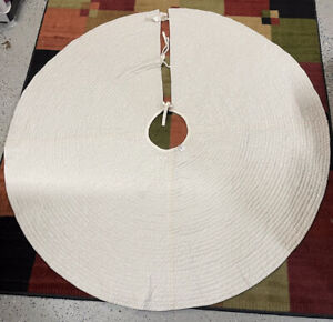 "Pottery Barn Channel Quilted Velvet Holiday Tree Skirt Large 60""Diam White #9928"