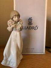 New ListingLladro Spring Bouquet Girl Flowers #7603 Collector Society Porcelain Figurine