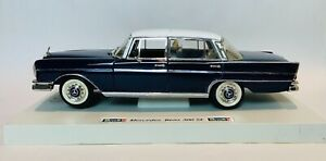 Revell Mercedes-Benz 300SE - 1:18 Scale