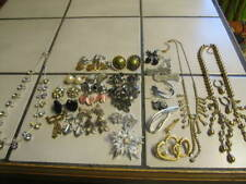 VINTAGE RETRO MODERN LOT OF JEWELRY - CLIP/PIERCED EARRINGS , BROOCHES AND MORE