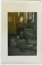 PHOTO ANCIENNE - TRAIN FEMME VOYAGE VALISE -WOMAN TRIP SUITCASE-Vintage Snapshot