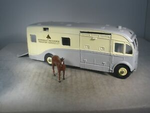 Dinky Toys RACE HORSE TRANSPORTER #979 WITH HORSE