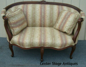 61974  Carved  French Carved Loveseat Sofa Chair with 2  Plillows