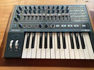 Arturia MINIBRUTE 2 MIDI USB Desktop Analog Synthesizer/Step Sequencer Keyboard