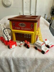 Vintage 1979 Fisher Price Play Family Fire Station #928 Little People