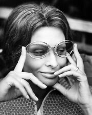 "SOPHIA LOREN IN THE 1970 ITALIAN FILM ""SUNFLOWER"" - 8X10 PUBLICITY PHOTO (CC392)"