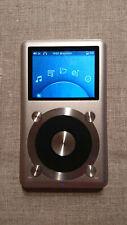 FiiO X1 silber, Zubehörpaket, 64 GB MicroSD, Tuff-Luv-Ledertasche