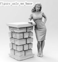 1/35 Resin Lady Leaning  (NO Base) unpainted unassembled BL768