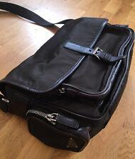 Auténtico Prada Tessuto Nylon y bolsa de mensajero cruzada de cuero marrón