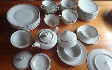 Tee-Service, Weimaer Porzellan, Kaffeeservice, 39 Teile DDR mit Goldrand, Weimar