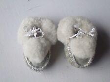 paire de chaussures anciennes pour poupée