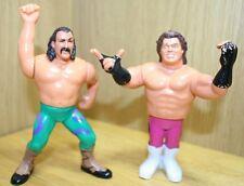 Une paire de Vintage 1990 Wrestling action figures titan Jouets WWF WWE