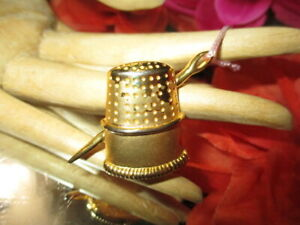 LOT 1118- ESTATE GOLD PLATED BROOCH NEEDLE & THIMBLE