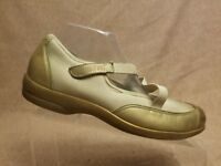 Munro American Women's Beige Leather Mary Jane Comfort Flats Shoes Size 9.5 N
