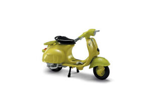 Vespa 125 (1960) in Yellow (1:32 scale by New-Ray Toys 06043F)