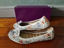 New ME TOO Farrah16 White Floral Perforated Leather Ballet Flats sz 12