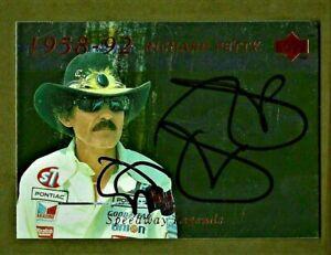 RICHARD PETTY - AUTOGRAPHED - 1995 Upper Deck - Speedway Legends #151      [e13]