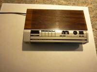 VINTAGE GENERAL ELECTRIC ALARM CLOCK FM AM RADIO MODEL # 7-4639A NICE CONDITION