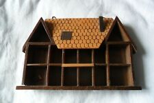 A GREAT WOODEN HOUSE MINIATURE TRINKET SHELF 14 COMPARTMENTS 18.5 cm