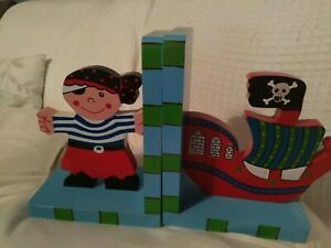 NICE STURDY PAIR OF WOOD PIRATE BOOK ENDS BOOKENDS - BOYS BEDROOM BOOKCASE