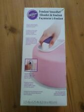 Easy Glide Fondant Smoother,Wilton,White Plastic,New improved shape. 1907-1016