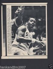 Moses Malone 1985 76ers Small Vintage A/P Laser Wire Photo with caption