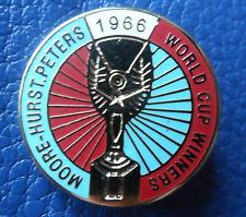 West Ham United VINCITORI COPPA DEL MONDO Moore Hurst Peters 1966 BORDEAUX Blue Badge