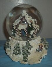 "BOYD'S BEARS SNOW GLOBE/ MUSIC BOX. PLAYS"" WINTER WONDER LAND"" MARKED 4/E/2003"