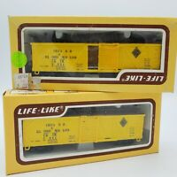 Vintage Lot of 2 Life Like W / B Box Car C. I. M. HO Trains 8439