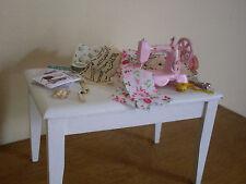 Dollshouse Miniature ~ Style Vintage ~ Table de couture & accessoires