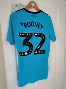 DERBY COUNTY FOOTBALL CLUB OFFICIAL 2019/20 Wayne ROONEY 32 AW SHIRT NEW (Small)