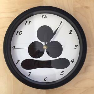 Kamon Japanese Family Crest Watanabe Hoshi 9 - 9.5 inch Wall Clock