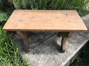 Repose pied, petit tabouret en bois ancien, art populaire