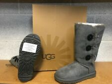 UGG BAILEY BUTTON TRIPLET   GREY      SIZE 5
