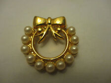 Vintage Christmas Faux Pearl & Gold Tone Wreath Brooch