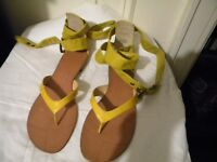BOUTIQUE 9 STRAPPY Yellow Strappy Sandals Size 9 M!  NIB
