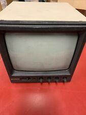 Hitachi VM910U B&W video monitor - 8