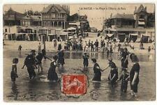 CPA - LA  BAULE  -  La  Plage à l' Heure du Bain  -  Collection T.H. - 81