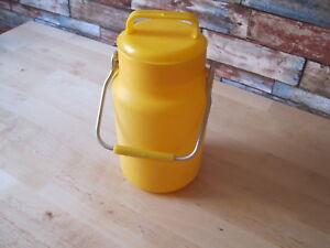 Pot à lait, bouteille vintage en plastique jaune vif - AMI