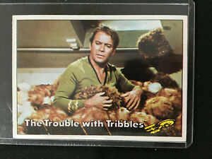 1976 STAR TREK CAPTAIN KIRK WITH THE TRIBBLES IONIC SCENE TOPPS CARD