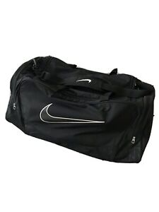 Large mens nike gym bag With side Pockets on Both Sides. Excellent Condition