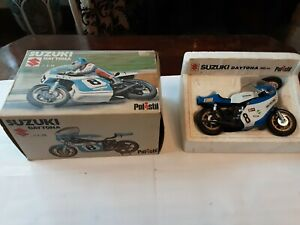 SUZUKI TR750 DAYTONA RACING MOTORCYCLE NUMBER 8 1:25 SCALE POLISTIL EARLY 1970,s