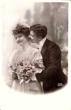 CD94.Vintage French Postcard.Bride and Groom on wedding day.