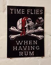 El tiempo vuela cuando tener RUM Bar Cerveza De Aluminio de Metal Retro Cartel signos RUM Cueva