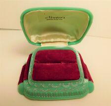 LOVELY 1930s ART DECO GREEN PLASTIC & MAGENTA VELVET RING PRESENTATION BOX CASE