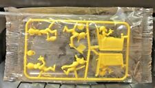 YELLOW! MONKEY POTTY! VINTAGE 1969 CAMEL TRAIN R&L CEREAL TOY MIP FACTORY FRESH!
