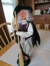 Byers Choice Christmas Caroler 2001 Spooktacular Halloween Witch w Straw Broom