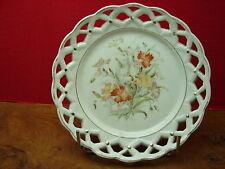 Jolie ancienne assiette ajourée décor fleuri