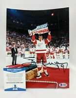 STEVE YZERMAN Autographed 8x10 Photo Red Wings STANLEY CUP Beckett Signed 1998
