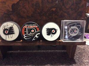 Philadelphia Flyers Set Of 4 Signed Pucks- John LeClair, Etc.
